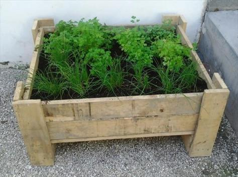 diy-pallet-planter-box