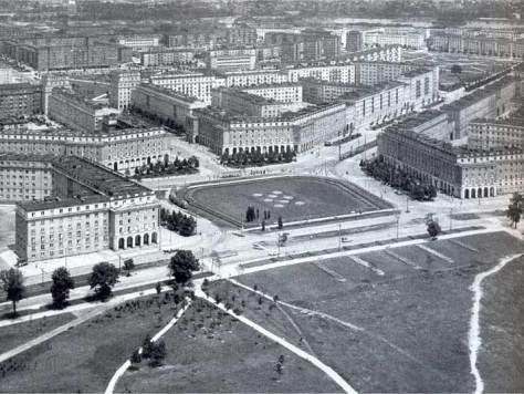 nowa-huta-plac-centralny-1950s-01