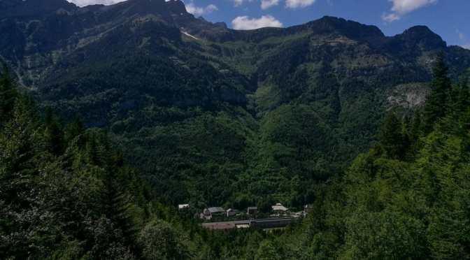 De la Estación de Canfranc al Mirador del Epifanio: Pyrenees walk