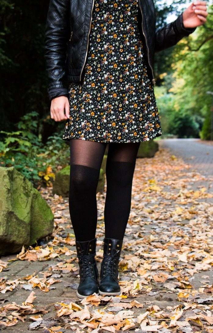 Kleider im Herbst mit Overknee Strumpfhose