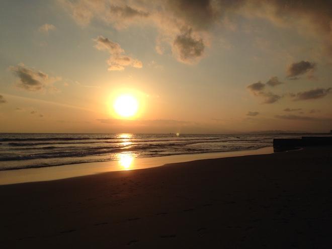 鵠沼海岸から見た夕日