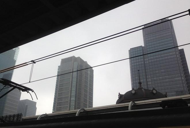 小雨の丸の内ビルディング