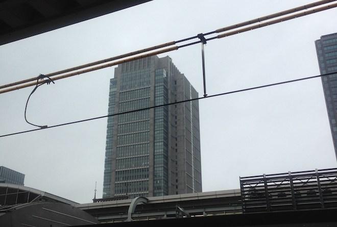 曇り空の丸の内ビルディング