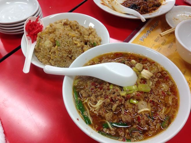 にんにく炒飯と台湾ラーメン