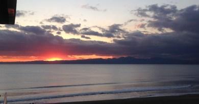 浜辺からの夕日