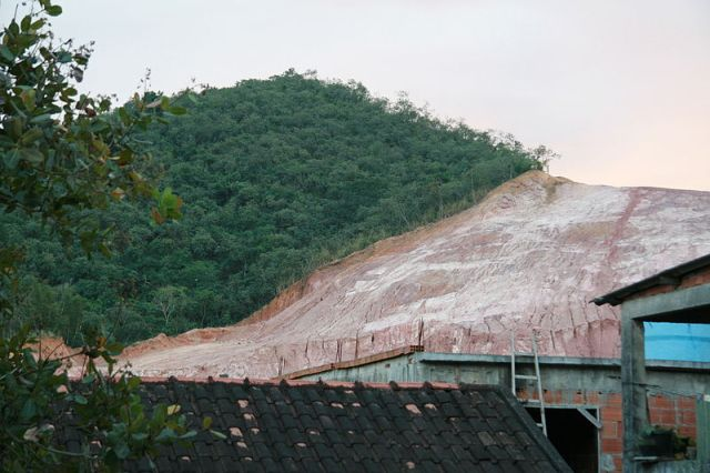 Hillside_deforestation_in_Rio_de_Janeiro