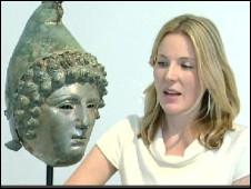 Georgiana Aitken dari Christie's menjelaskan kondisi temuan
