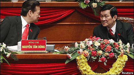 Hai ông Nguyễn Tấn Dũng và Trương Tấn Sang tại Đại hội Đảng Cộng sản hồi đầu năm 2011