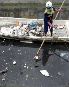 Ô nhiễm sông hồ tại Hà Nội