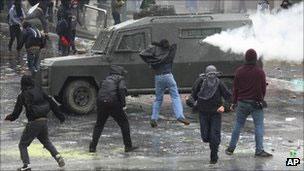 Choques entre manifestantes e polícia no Chile (AP)