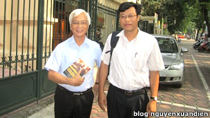 Giáo sư Chủ Hảo (trái) và TS Nguyễn Xuân Diện
