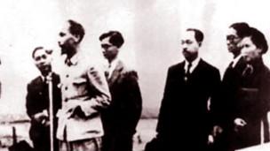 Ông Hồ Chí Minh đọc Tuyên ngôn Độc lập ngày 2/9/1945