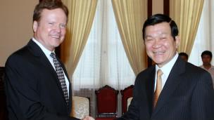Thượng nghị sỹ Jim Webb và Chủ tịch Trương Tấn Sang