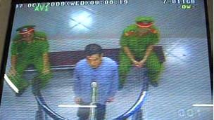 Ông Vũ Hùng tại tòa hôm 07/10/2009