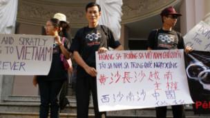 Blogger Điếu Cày trong cuộc biểu tình chống Trung Quốc tại TPHCM