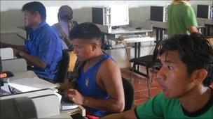 Alumnos de la Universidad Indígena de Venezuela