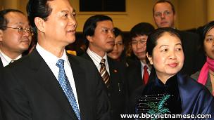Vợ chồng thủ tướng tại một buổi tiếp tân ở London