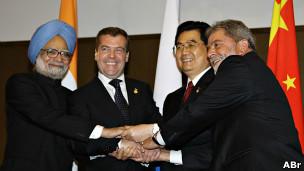 Líderes dos BRIC durante reunião de cúpula do G8 em Hokkaido, no Japão, em 2008