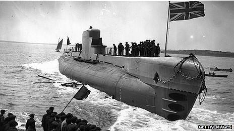 Botadura del HMS Perseus en mayo de 1929.