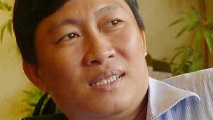 Nhà báo Hoàng Khương