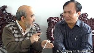 Luật sư Nguyễn Duy Minh (phải) và GS Đặng Hùng Võ