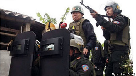 Lực lượng an ninh trong vụ cưỡng chế đất đai hôm 5/1/2012
