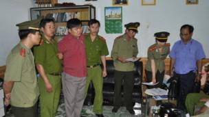 Mục sư Nguyễn Công Chính khi bị bắt
