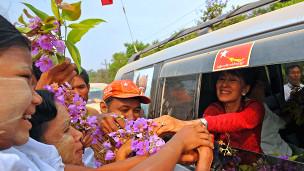Bà Aung San Suu Kyi và các cử tri