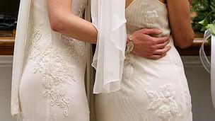 مراسم ازدواج دو زن همجنسگرا