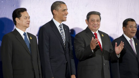 Thủ tướng Nguyễn Tấn Dũng bên cạnh Tổng thống Barack Obama