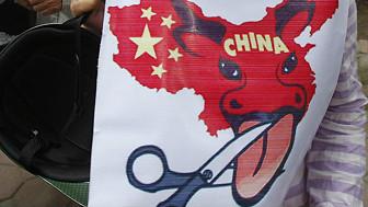 Biểu ngữ biểu tình chống Trung Quốc hôm 8/7/2012