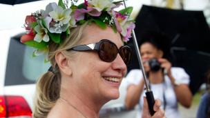 Hillary Clinton đi dạo ở Rarotonga, quốc đảo Cook