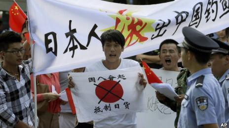 Người biểu tình trước Đại sứ quán Nhật Bản ở Bắc Kinh