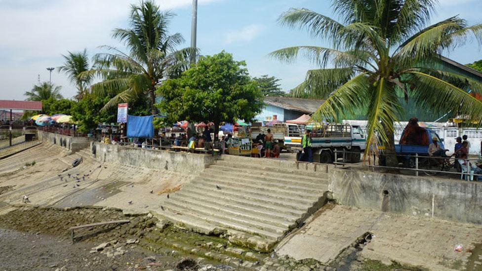 Cảnh bờ sông Rangoon