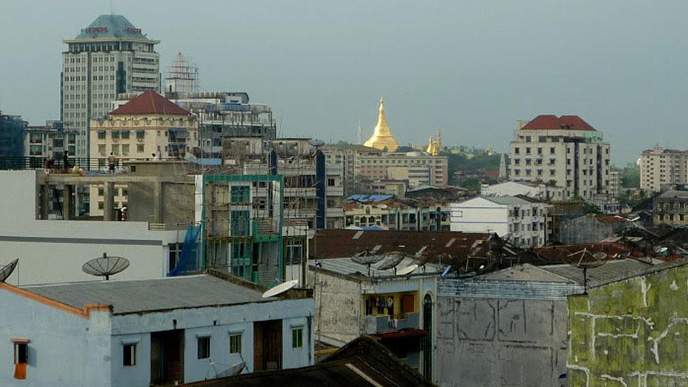 Quang cảnh Rangoon từ mái nhà