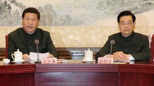 Hồ và Tập trong cuộc họp Quân ủy trung ương sau Đại hội 18