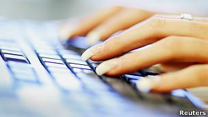 Dedos en teclado