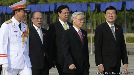Các lãnh đạo Việt Nam viếng lăng Hồ Chủ Tịch hôm 20/5 nhân kỳ họp Quốc hội