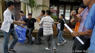Lực lượng an ninh trấn áp người biểu tình chống Trung Quốc hồi tháng Sáu