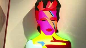 Obra sobre David Bowie na Open Gallery, em Londres. Foto: BBC