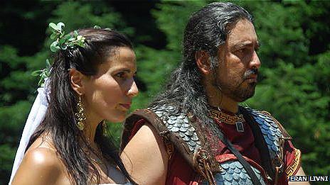 Pareja casándose en el Festival Prometeia