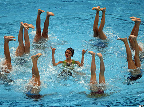 Italy's swimmers with their feet above water