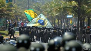 manifestaciones en Rio contra adjudicación del campo LIbra