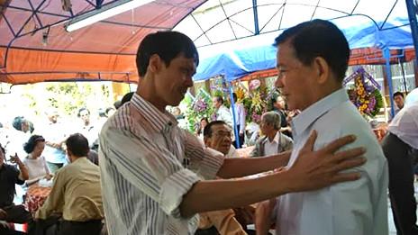 Nguyên Chủ tịch Nước Nguyễn Minh Triết (phải)