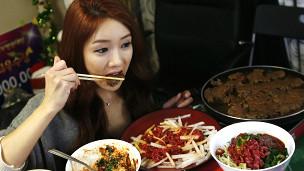 Coreana comiendo