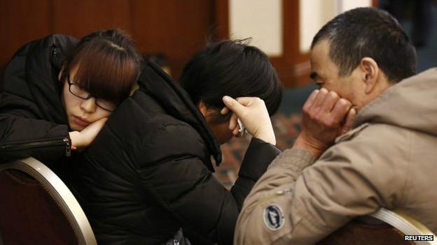 Parentes de passageiros chineses do voo MH370 (Reuters)