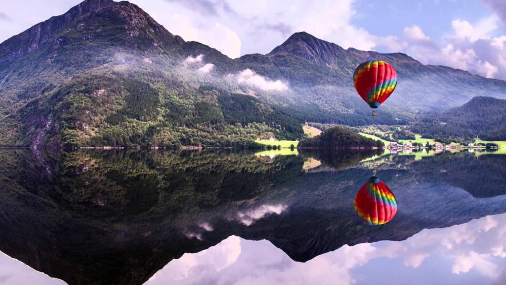 4K ULTRA HD Baloon Lake Mountains Wide Screen