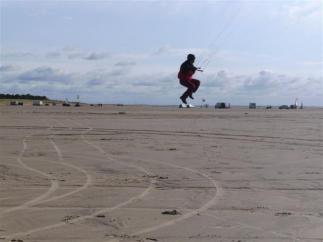 Der erste Sprung am Strand