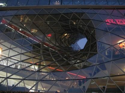 Mit seinen futuristischen Gebäuden