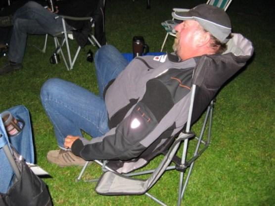 ...versuchte Jörg nach ein paar Knorpelwasser, seinen Stuhl tieferzulegen